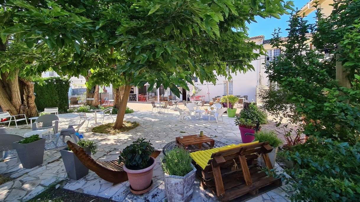 Hôtel les Vieux Acacias 1