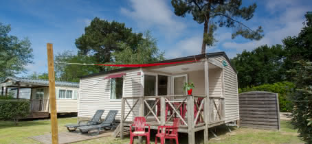 Welcome-4-ou-5-pers-CARAIBE-exterieur-camping-les-ourmes-hourtin